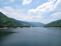 Kusaki_Dam_lake_2.jpg